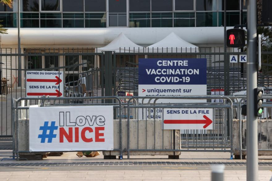 Le centre de vaccination départemental de Nice a dû fermer ses portes samedi 17 avril en milieu de journée, la faute au manque de candidats