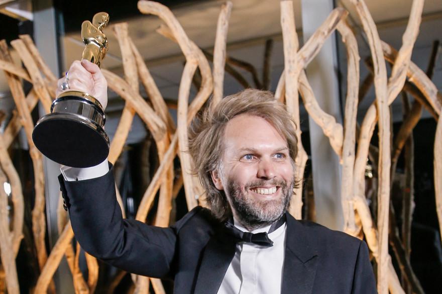 Florian Zeller avec son Oscar le 25 avril 2021