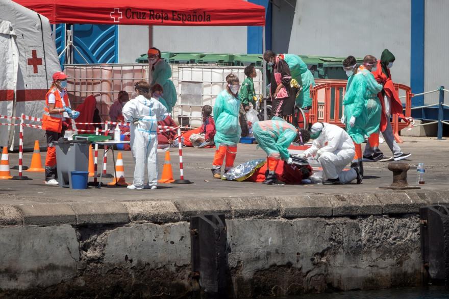 La Croix-Rouge espagnole venue en aide à des migrants dans les îles Canaries