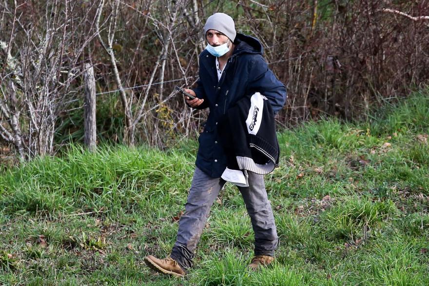 Cédric Jubillar, époux de Delphine Jubillar, participe à une battue organisée par des gendarmes le 23 décembre 2020, à la recherche de sa femme disparue depuis le 15 décembre, à Cagnac (Tarn).