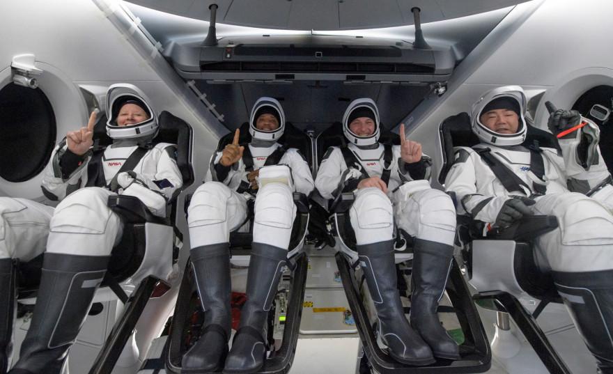 Shannon Walker, Victor Glover, Mike Hopkins et Soichi Noguchi sont de retour sur Terre (de gauche à droite).