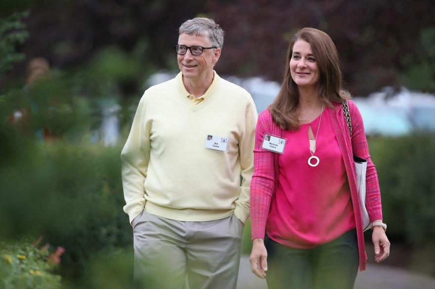 Bill Gates et son épouse Melinda assistent à la conférence Allen & Company Sun Valley à Sun Valley, Idaho, le 11 juillet 2015.