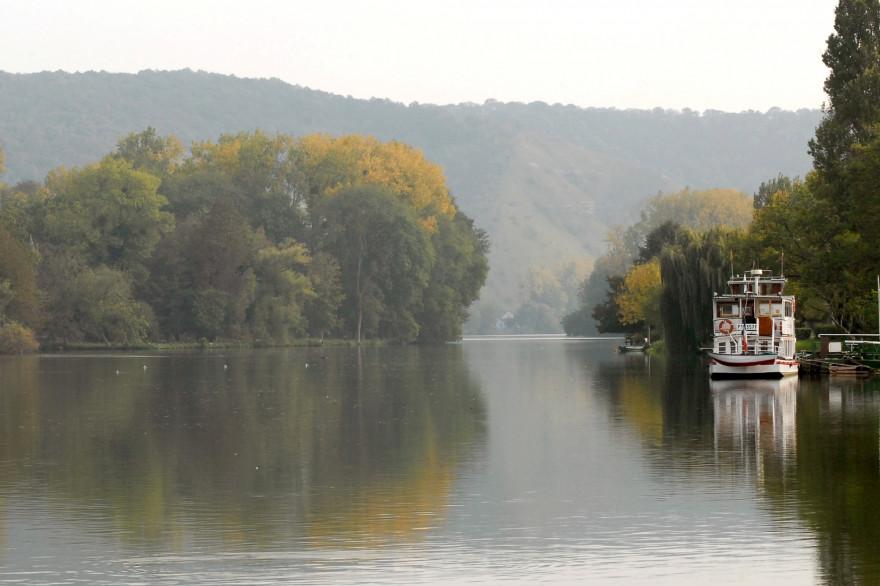 Un bateau circule sur la Seine, le 11 octobre 2007 à Rouen. (Illustration)