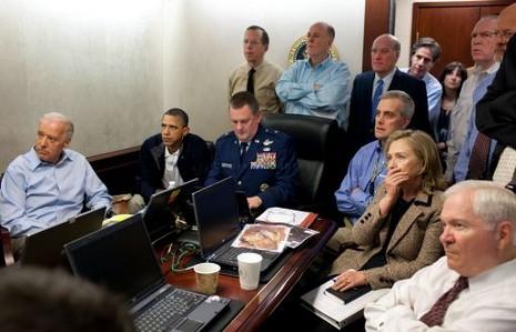 Le vice-président Joe Biden, le président Barack Obama et la secrétaire d'Etat Hillary Clinton suivent le raid contre Ben Laden en direct, le 1er mai 2011