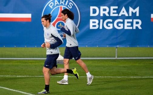 """Les deux attaquants """"star"""" du PSG, Zlatan Ibrahimovic et Edinson Cavani au Camp des Loges, le 17 octobre 2013."""