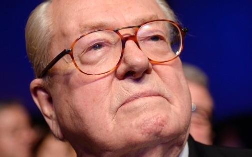 Le président d'honneur du FN Jean-Marie Le Pen à Paris lors d'une convention sur les municipales.